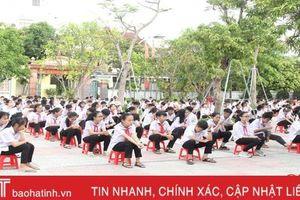 Gần 1.000 học sinh Hà Tĩnh học cách phòng đuối nước trước khi nghỉ hè