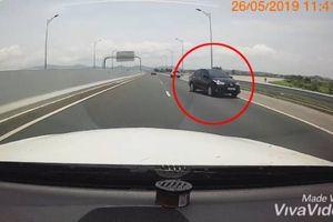 Ô tô đi ngược chiều kiểu 'giết người' trên cao tốc