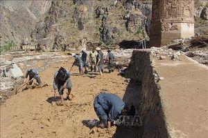 Ngăn nước lũ dâng cao cứu nguy tháp giáo đường ở Afghanistan