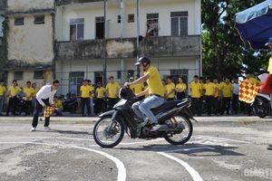 Sinh viên ngành GTVT hứng khởi cùng hội thi luật lệ an toàn giao thông