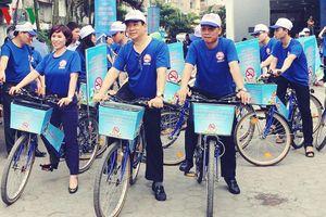 Đạp xe tuyên truyền về tác hại của thuốc lá tại Hà Nội