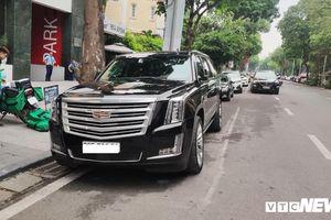 Hàng hiếm Cadillac Escalade nổi bật khi lăn bánh tại Hà Nội