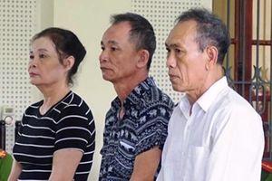 Vụ lừa 12 tỉ đồng: Hoãn phiên tòa vì vắng 120 bị hại