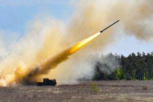 Cận cảnh siêu rocket Ukraine bắn xa 130km khiến Nga 'lạnh gáy'