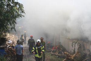 Cháy lớn ở xưởng sản xuất nhang, huy động hàng trăm cảnh sát PCCC