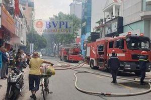 Cháy nhà tại trung tâm TP HCM, cả khu phố náo loạn