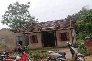Yên Bái: Mưa to kèm lốc xoáy khiến 1 người chết, gần 50 ngôi nhà tốc mái