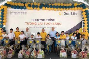Trao tặng xe đạp tới trẻ em tại Làng Hòa Bình, tỉnh Quảng Nam
