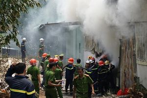Cháy dữ dội bên trong xưởng hương ở Đà Nẵng