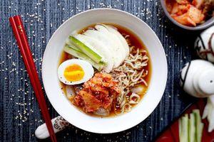 Giải nhiệt mùa hè bằng món mì lạnh 'chuẩn vị' cho các fan ẩm thực Hàn Quốc