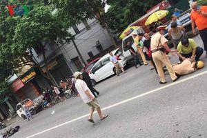 Hà Nội: Thanh niên xăm trổ tông gục Trung úy CSGT