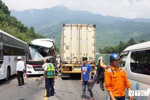 Khởi tố tài xế xe khách chạy ẩu tông container khiến 11 du khách Hàn Quốc bị thương