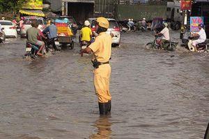 Bốn khuyến cáo khi tham gia giao thông vào mùa mưa