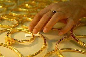 Giá vàng tiếp tục giảm sâu, nhà đầu tư có nên mua vào?