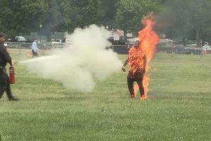 Người đàn ông đốt lửa tự thiêu gần Nhà Trắng