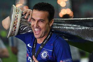 Người hùng Chelsea hoàn tất bộ sưu tập danh hiệu chưa từng có