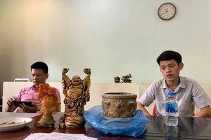 Ban quản lý đánh tráo bát hương, cư dân tố thầy cúng 9x 'chôm' tượng Phật