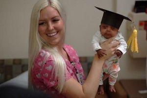 Bé sơ sinh nhỏ nhất thế giới xuất viện sau 5 tháng