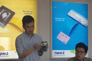 Đổi thẻ từ sang thẻ chip: Các ngân hàng chưa chốt việc thu phí hay không