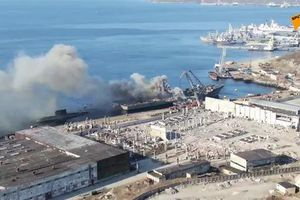 Tàu đổ bộ Nga bốc cháy ở cảng Severomorsk