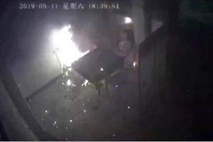 Pin xe điện bất ngờ phát nổ khi đang sạc trong nhà