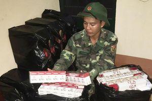 Đồn Biên phòng Vĩnh Nguơn thu giữ 2.500 gói thuốc lá ngoại nhập lậu
