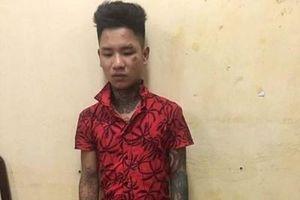 Bị ra hiệu dừng xe, thanh niên xăm trổ tăng ga tông gục CSGT Hà Nội