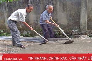 Cựu thiếu tá quân đội tuổi 80 vẫn hết lòng với việc làng, việc xã