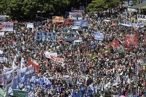 Tổng đình công phản đối chính sách kinh tế của chính phủ Argentina