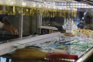 Bình Phước: Vào tiệm đánh tráo vàng giả lấy vàng thật