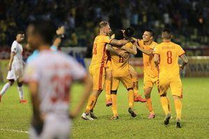 CLB Thanh Hóa thắng Nam Định sau trận cầu gây tranh cãi