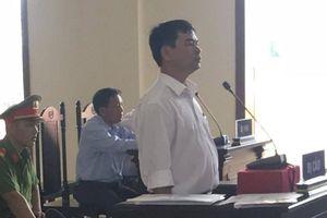 Nguyên giảng viên đe dọa giết hiệu trưởng phủ nhận tội bị bắt tại tòa
