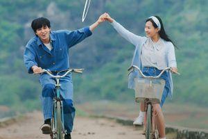 'Thời tôi, học trò yêu nhau chỉ nắm tay cũng đủ mãn nguyện'