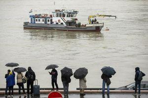 Nhân chứng vụ lật tàu ở Hungary: 'Nó chìm chỉ trong 10-15 giây'