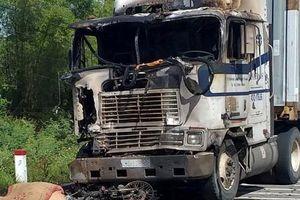 Thi thể người phụ nữ cháy đen dưới gầm ôtô sau tai nạn