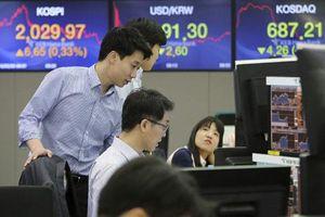 Chứng khoán châu Á trái chiều khi dữ liệu kinh tế Trung Quốc thất vọng