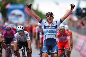Giro d'Italia: CĐV quẳng xe giữa đường, Cima vẫn băng băng về đích