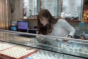 CĐM rần rần truy tìm cô gái có góc nghiêng giống Song Hye Kyo