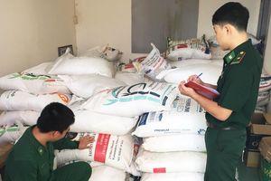 Thu giữ gần 1 tấn đường cát nhập lậu từ Campuchia về Việt Nam