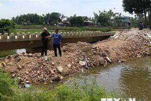 Quảng Ngãi: Dân đổ đất lấp kênh phản đối khu công nghiệp xả thải