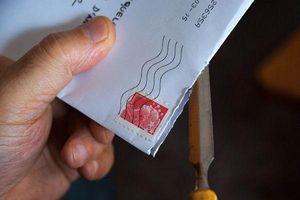 Ông bố có thể ngồi tù 2 năm vì mở lá thư gửi cho con trai 10 tuổi