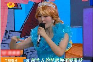 Cổ Lực Na Trát cosplay công chúa Bạch Tuyết, cùng mừng ngày 1/6
