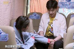 Dương Mịch ngày càng trẻ hóa sau khi độc thân, trên xe còn 'thỉnh an' với Đặng Luân