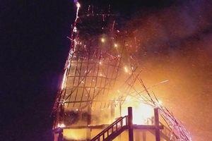 Kon Tum: Nhà rông truyền thống bị cháy rụi hoàn toàn