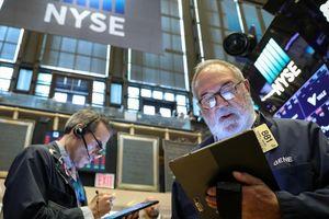 Chứng khoán Mỹ gượng tăng dù chiến tranh thương mại phủ bóng