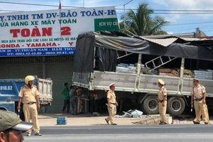 Hãi hùng xe tải lao vào nhà dân trên QL1 qua Bình Thuận