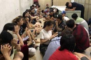 'Dân bay' lại sử dụng ma túy trong vũ trường Đông Kinh