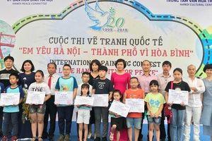 Hà Nội - Thành phố vì hòa bình qua nét cọ của các họa sĩ nhí