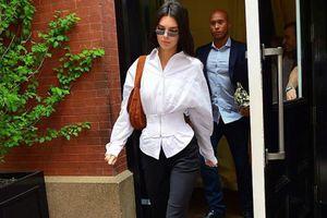 Kendall Jenner lăng xê mốt áo siết chặt vòng eo đến nghẹt thở