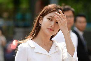 'Tình đầu quốc dân' Suzy hút ống kính nhờ vẻ đẹp tinh khôi